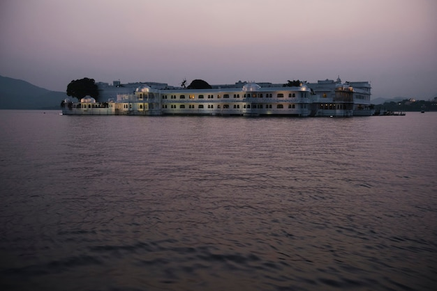 Taj lake palace en udaipur, rajasthan, india Foto gratis