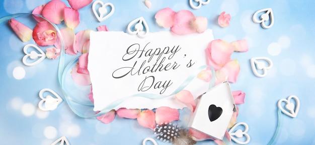 Tarjeta de felicitación del día de la madre con flores en flor Foto Premium