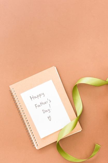 Tarjeta de felicitación para el dia del padre Foto gratis