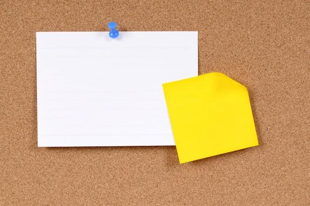 Tarjeta de índice y nota adhesiva Foto gratis