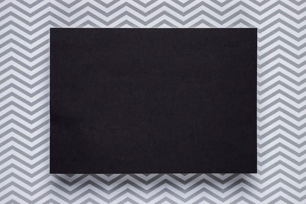 Tarjeta negra con fondo monocromo Foto gratis