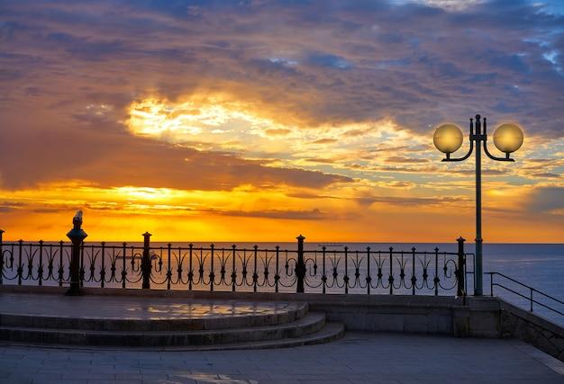 Tarragona balcón de europa al amanecer. Foto Premium