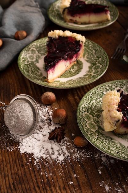 Tarta casera y castañas de cerca Foto gratis