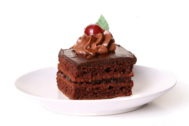 Tarta de chocolate dulce con cereza Foto gratis