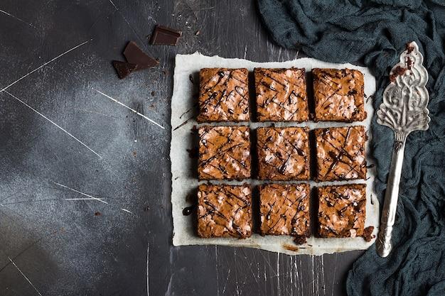 Tarta de pastel de brownie de chocolate pastel de repostería casera cocina dulce Foto gratis