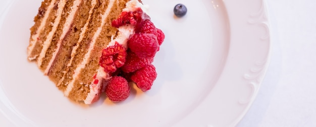 Tarta de queso casera con bayas frescas tarta de queso de tarta de postre de verano orgánico saludable Foto Premium