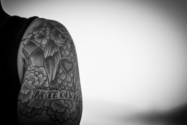 Tatuaje De Un Búho En Blanco Y Negro