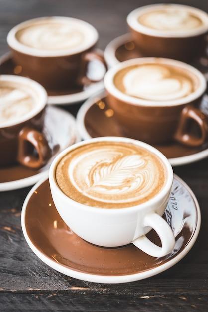 Taza de caf con decoraci n floral descargar fotos gratis for Decoracion con tazas de cafe