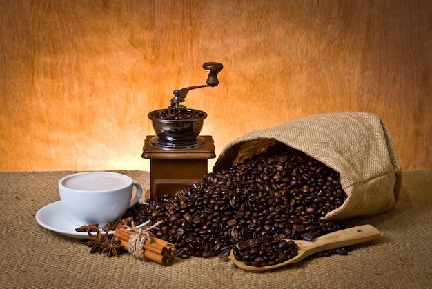 Spices bags fotos y vectores gratis for Taza de cafe con leche