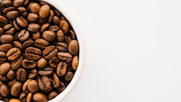 Taza de granos de café Foto gratis