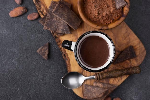 Taza de vista superior con chocolate caliente Foto gratis