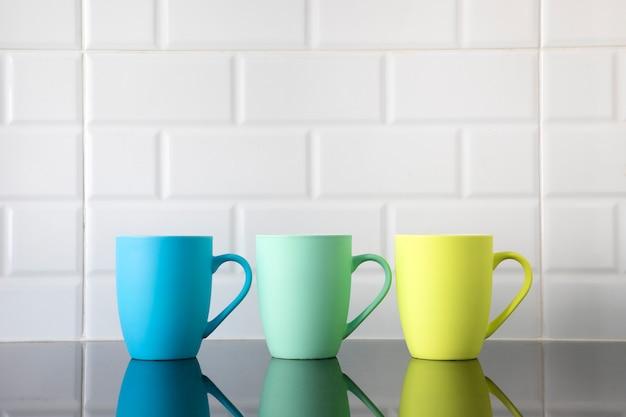 Tazas de café de colores Foto Premium