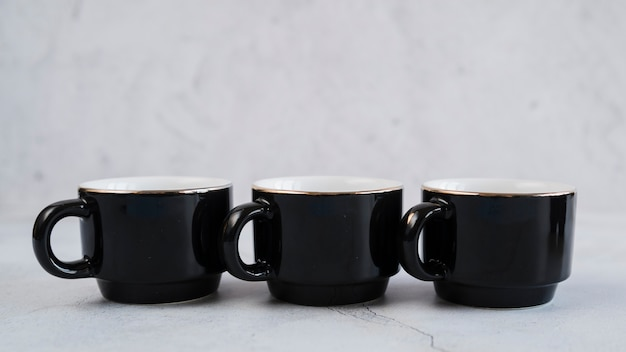 Tazas negras para cafe Foto gratis