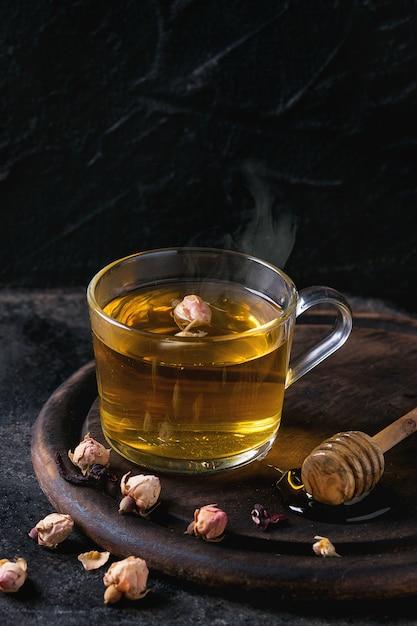 Té de hierbas con miel Foto Premium