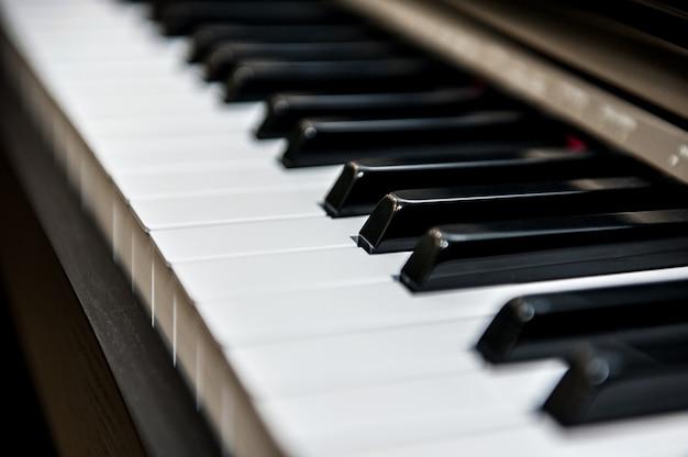 Teclas de piano en diagonal Foto Premium