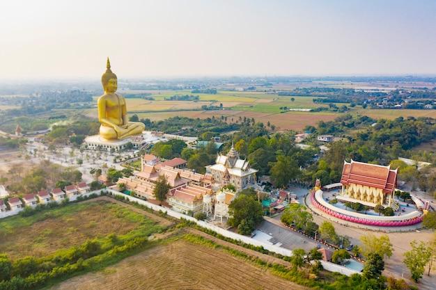 Templo de la gran estatua de buda en tailandia Foto Premium