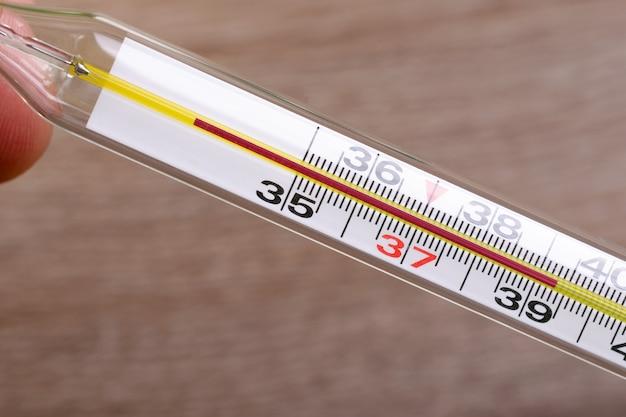 Termometro De Alcohol O Mercurio Con Un Indicador De Alta Temperatura Despues De La Medicion De Cerca Foto Premium Ahorra con nuestra opción de envío gratis. https www freepik es profile preagreement getstarted 7672045