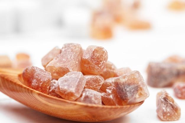 Terrones de azúcar morena Foto Premium