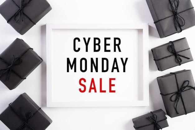 Texto de venta de lunes cibernético en blanco Foto Premium
