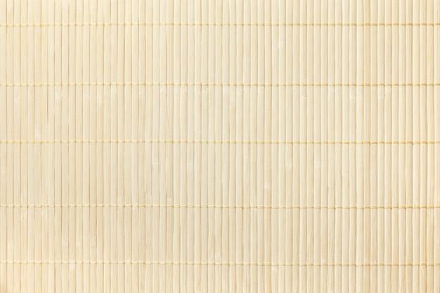 Textura del fondo ligero de madera. servilleta tradicional de bambú para una mesa. Foto Premium