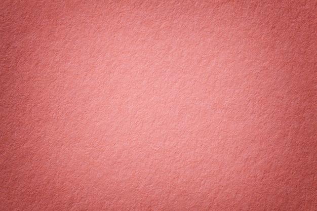 Textura del viejo fondo de papel rosado oscuro Foto Premium