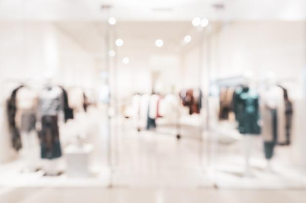 Tienda de ropa de moda borrosa en un centro comercial Foto Premium