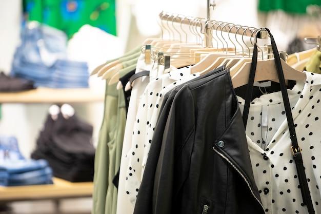 c6a79cd1f Tienda de ropa para mujeres en milán