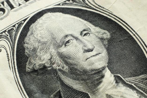 Tiro de primer plano de alto ángulo de un billete de un dólar Foto gratis