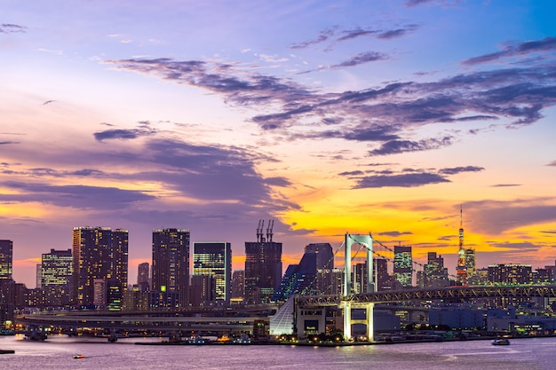 Tokyo tower rainbow bridge japón Foto Premium