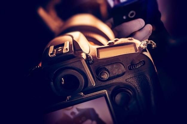 Tomando fotos digitales Foto gratis