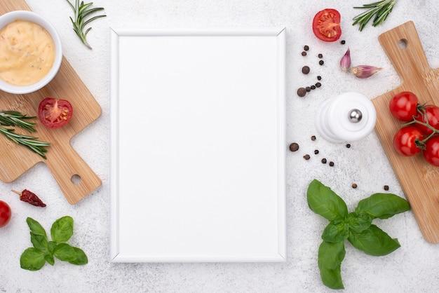 Tomates sobre fondo de madera Foto Premium