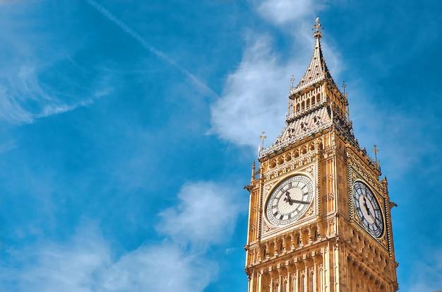 Torre del reloj big ben en londres, reino unido Foto Premium