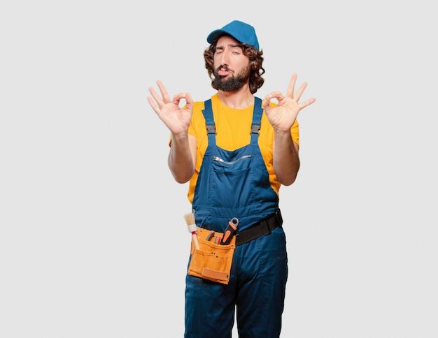 Trabajador de manitas satisfecho y orgulloso Foto Premium