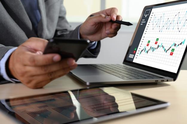 Trabajar duro datos analíticos estadísticas información Foto Premium