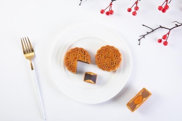 Tradicional pastel de luna del festival del medio otoño Foto Premium