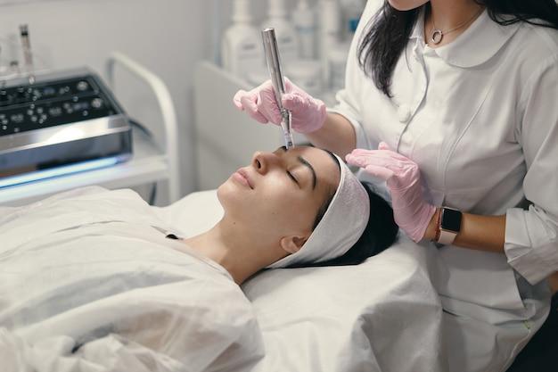 Tratamiento facial rejuvenecedor Foto gratis