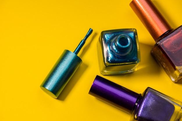 Tres tipos diferentes de uñas pintadas. Foto Premium