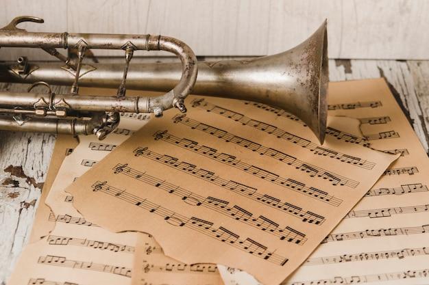 Resultado de imagen de trompeta vintage partitura