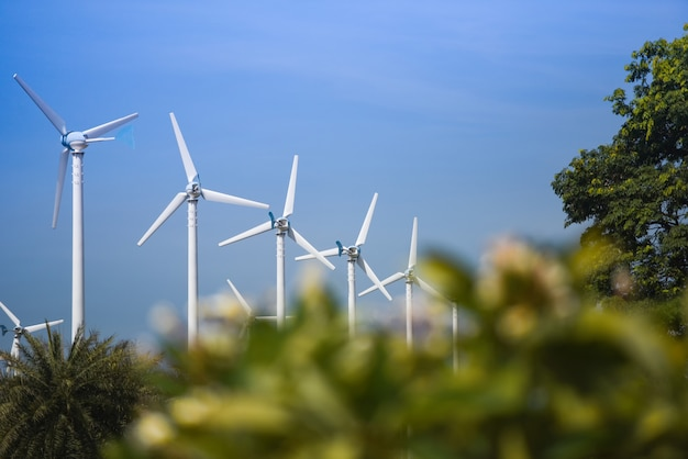 Turbina de viento paisaje energía natural verde eco concepto de energía en aerogeneradores granja cielo azul Foto Premium