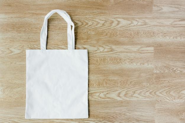 Use bolsas de tela para reducir el calentamiento global. Foto Premium