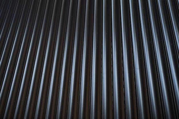 Valla de estaño de hierro negro forrado de fondo. textura de metal Foto gratis