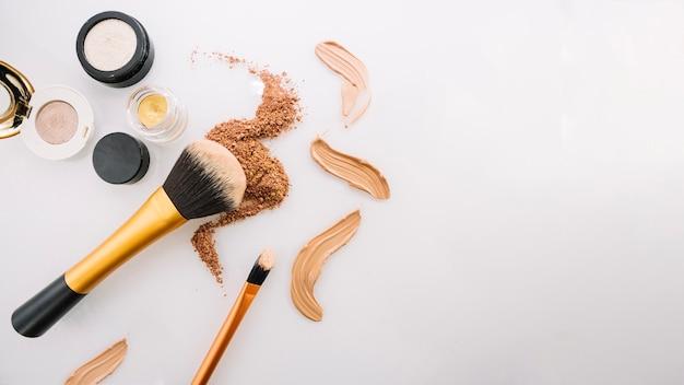 Varias bases de maquillaje Foto Premium