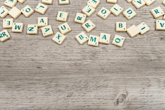 Varias letras con espacio abajo Foto gratis