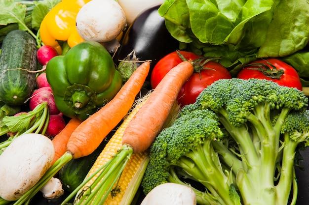 Varias verduras frescas Foto gratis