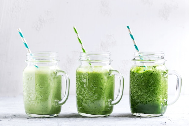 Variedad de batido verde. Foto Premium