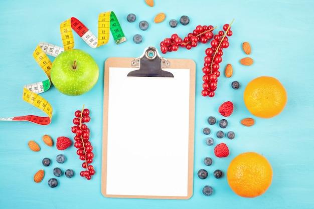 Variedad de coloridas frutas y verduras. Foto Premium