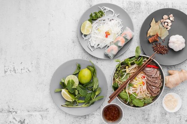 Variedad de comida vietnamita Foto gratis