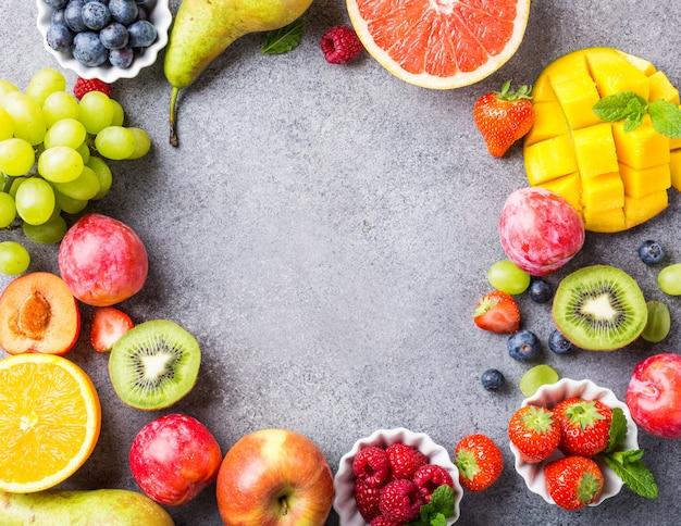Variedad de frutas y bayas frescas Foto Premium