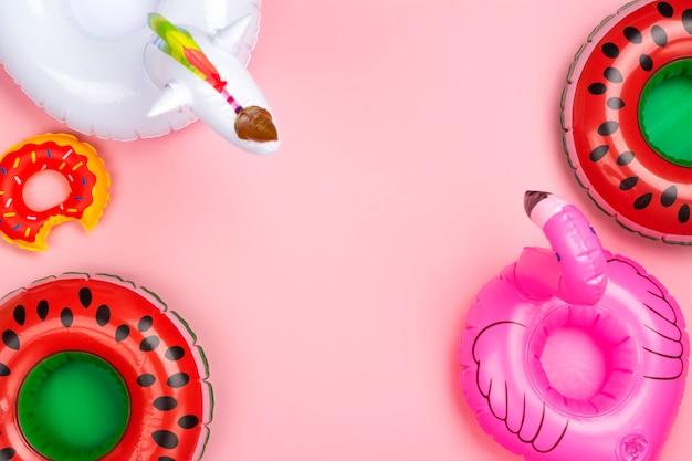 Varios anillos de juguete inflables Foto Premium