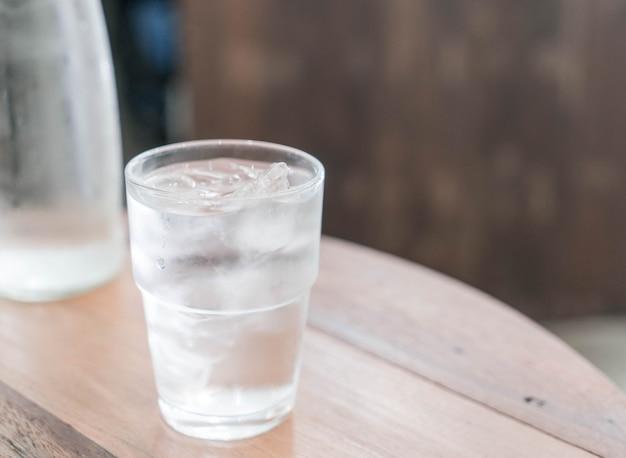 Vaso de agua helada | Foto Premium